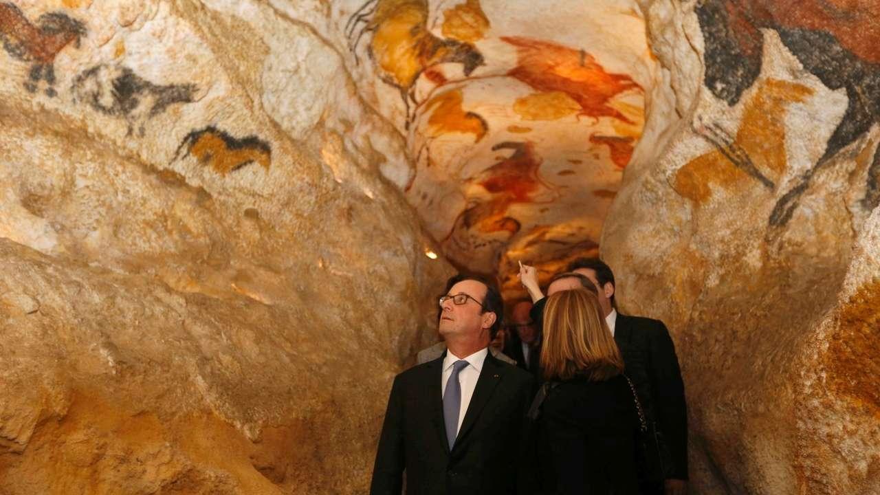 Der ehemalige Staatschef Frankreichs, François Hollande, im Jahr 2016 bei der Eröffnung der Nachbildung der Lascaux-Höhlenmalereien.