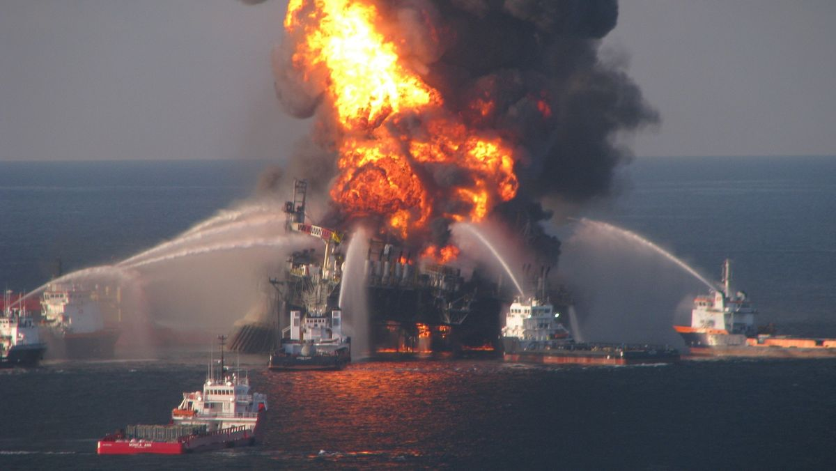 Der Brand nach der Explosion der Deepwater Horizon am 20. April 2010.