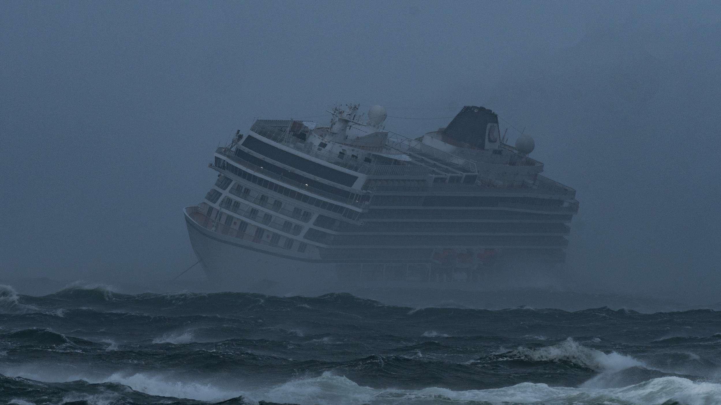 """Die Evakuierung des Kreuzfahrtschiffes """"Viking Sky"""" dauert an."""