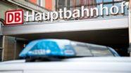 Ein Fahrzeug der Bundespolizei steht vor einem Eingang zum Hauptbahnhof. | Bild:picture alliance/Matthias Balk/dpa
