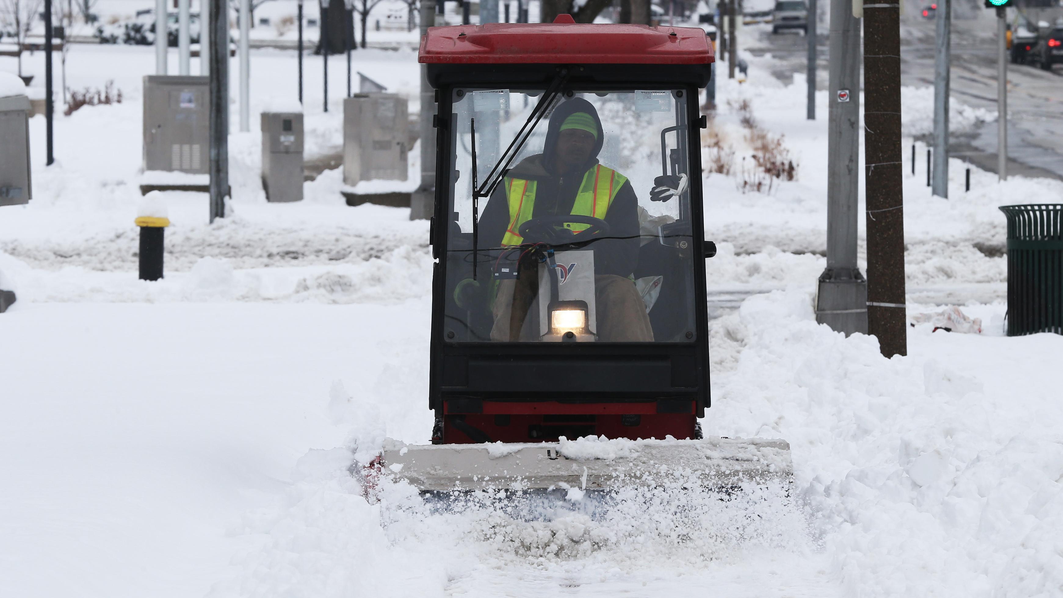 Schnee wird in St. Louis, USA, geräumt