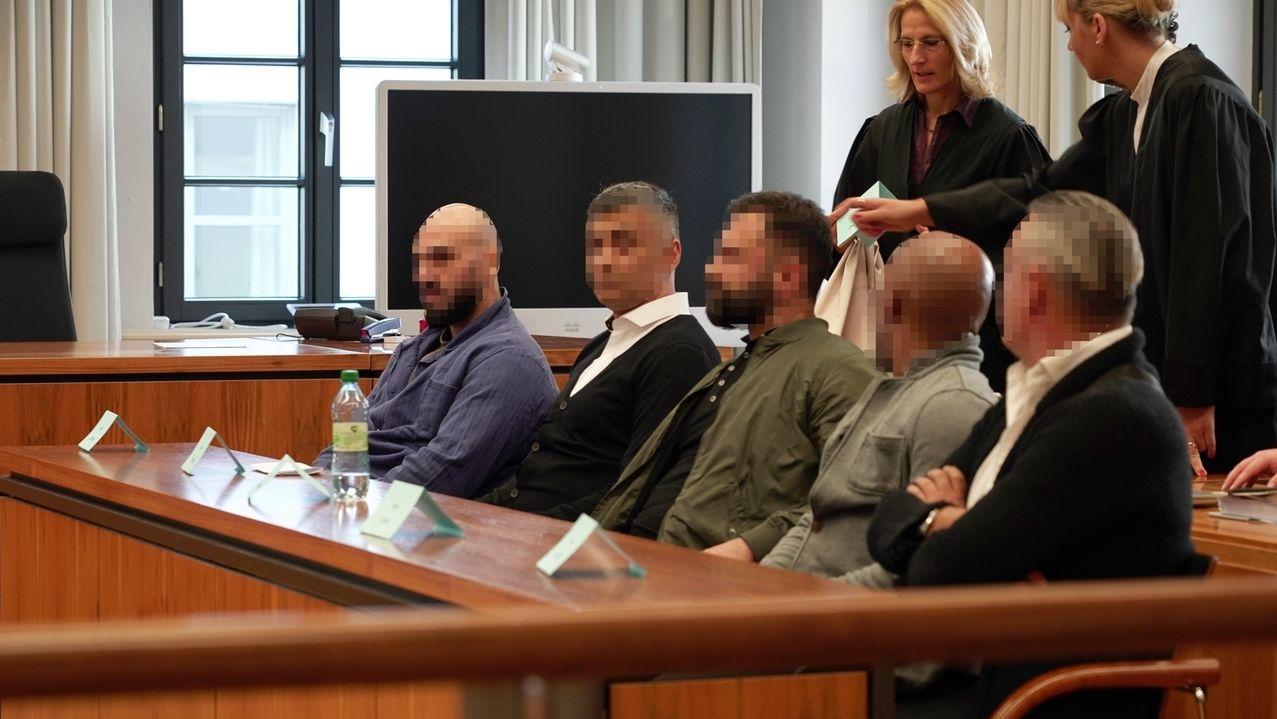 Zum Beginn des Uhrenraub-Prozesses wollten sich die fünf angeklagten nicht vor dem Landgericht Memmingen äußern.