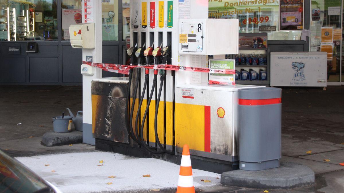An dieser Tankstelle soll der Beschuldigte das Feuer gelegt haben.