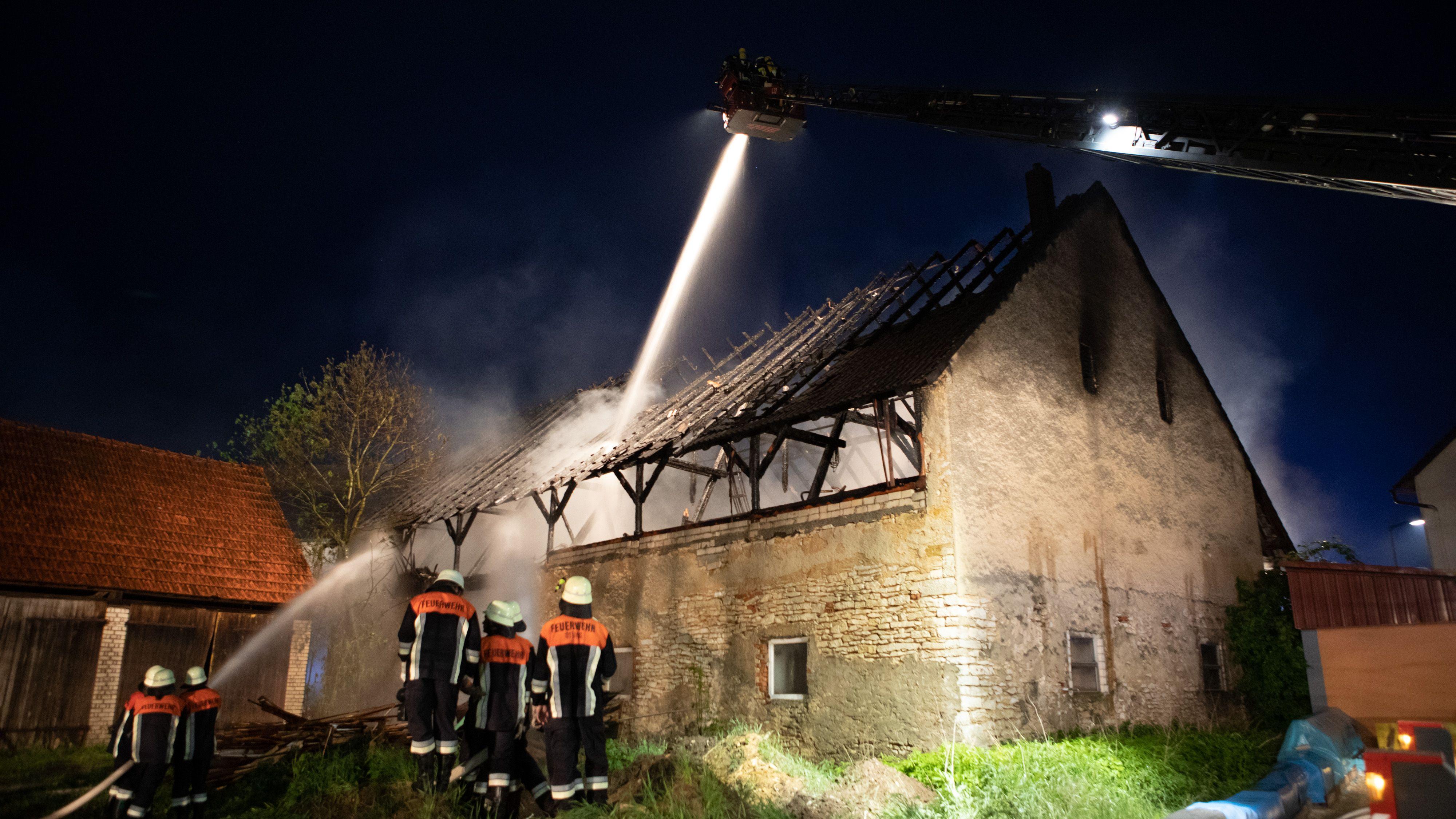 Löscheinsatz bei Scheunenbrand in Nordschwaben