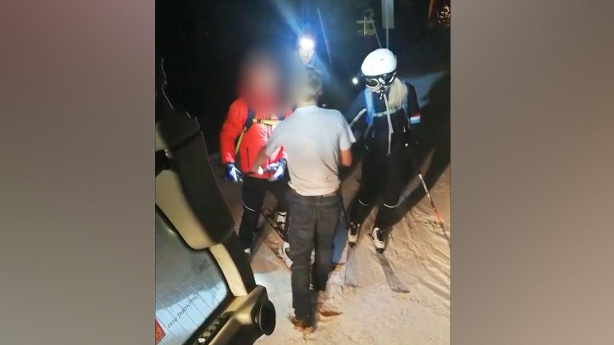 Im Skigebiet Rangger Knöpfl in Österreich hat ein Tourengeher einen Pistenraupenfahrer angegriffen.