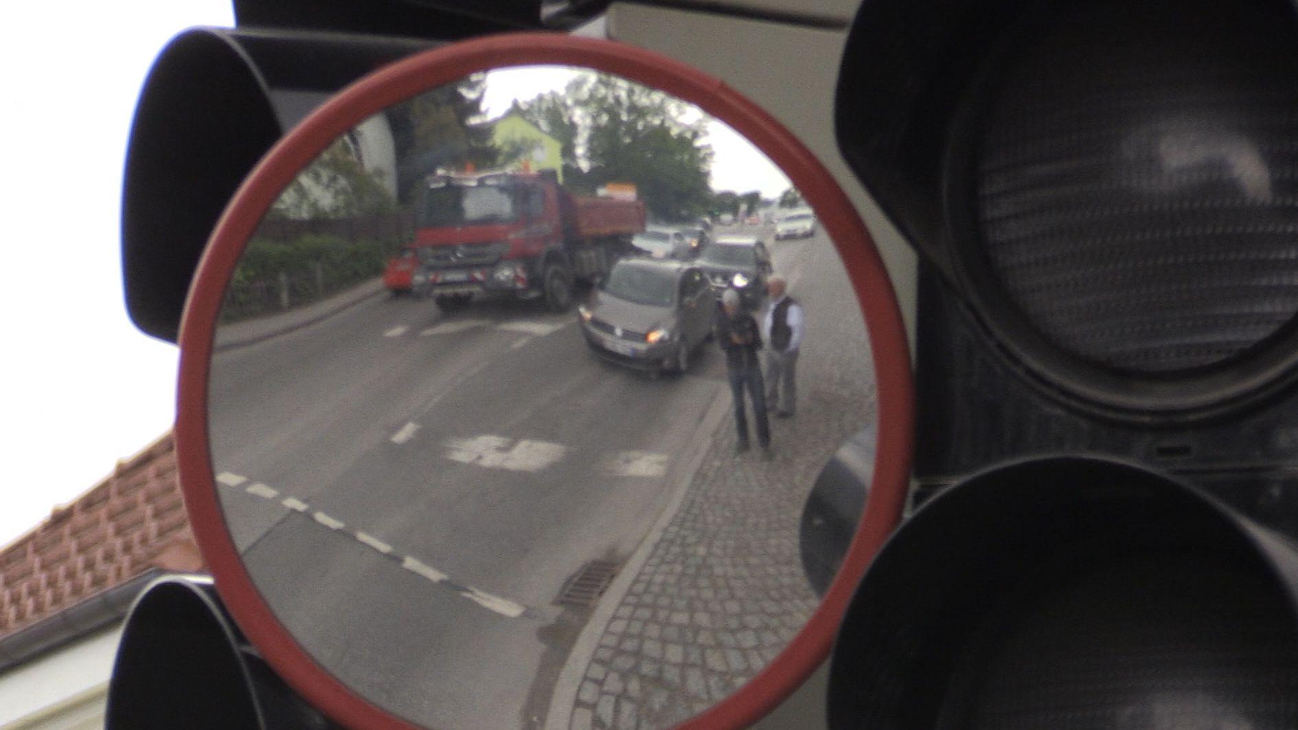 Trixi-Spiegel an einer Kreuzung in Murnau