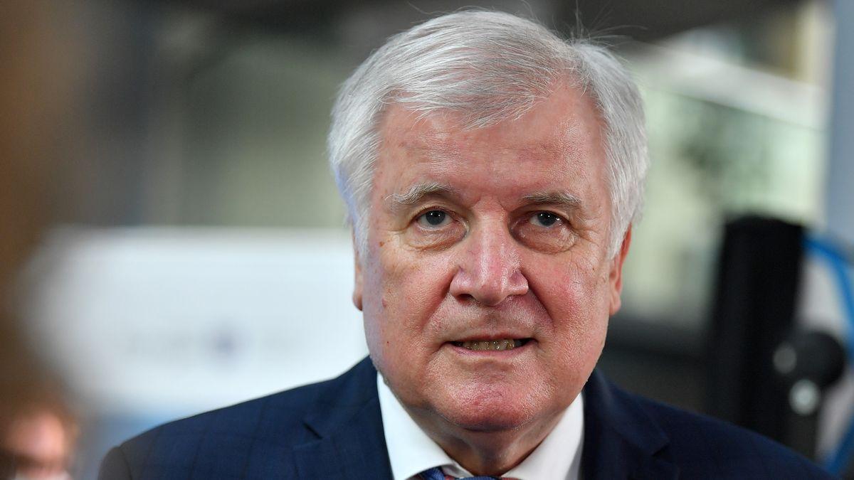 """Will Strafanzeige gegen """"taz""""-Kolumnistin stellen: Horst Seehofer"""