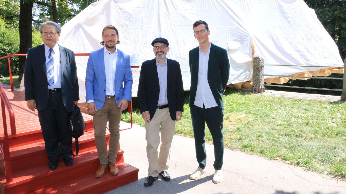 Stellv. Japanischer Generalkonsul, Stadtdirektor Marek Wiechers, Architekt Hannes Rössler, Kurator Daniel Bürkner (von links nach rechts)