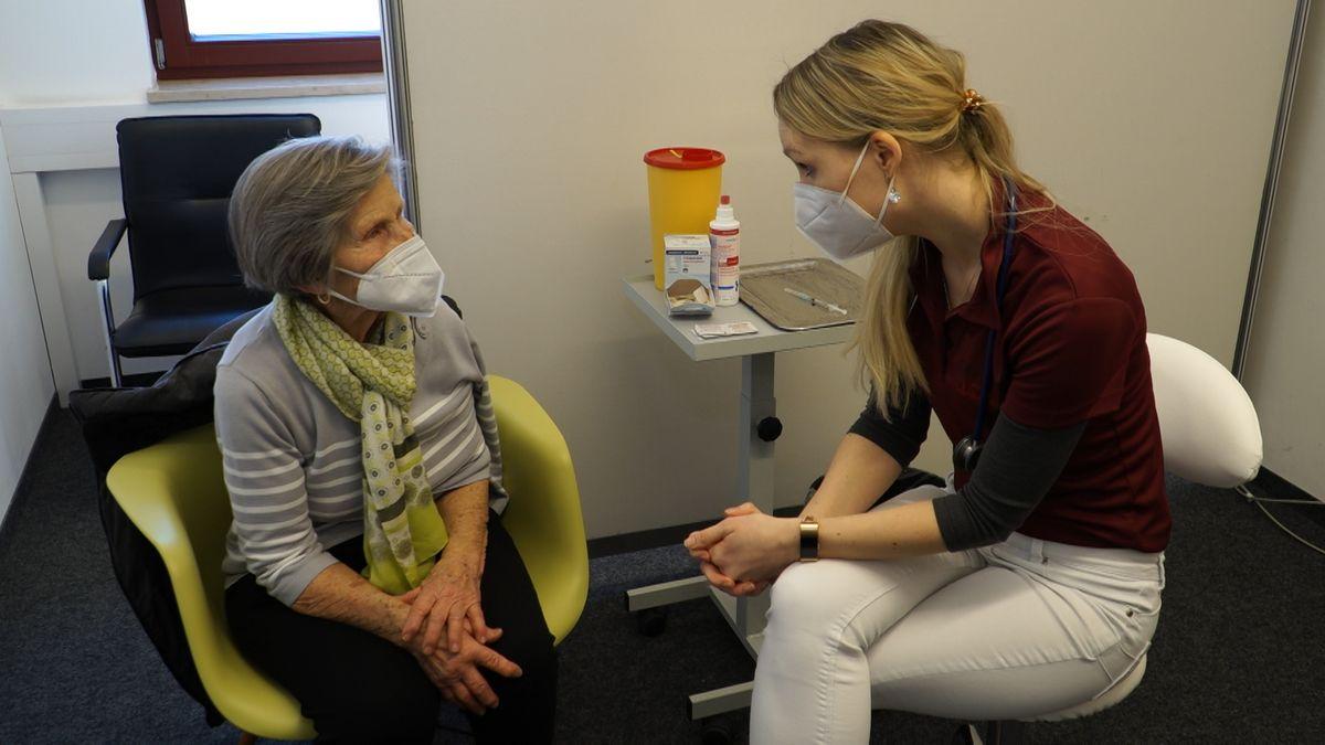 Josefine Schwank im Impfzentrum