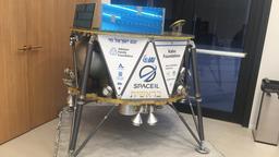 Ein Modell des israelischen Raumfahrzeugs Beresheet der israelischen Organisation SpaceIL in Ramat Gan. Es soll am Freitagmorgen, 22.02.2019, von Cape Canaveral in Florida, aus gestartet werden. | Bild:dpa-Bildfunk/Tamara Zieve