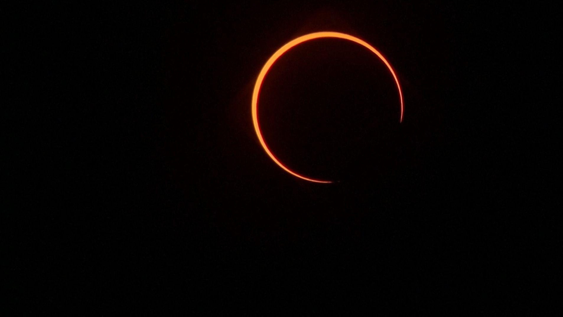Ringförmige Sonnenfinsternis – aufgenommen in Singapur