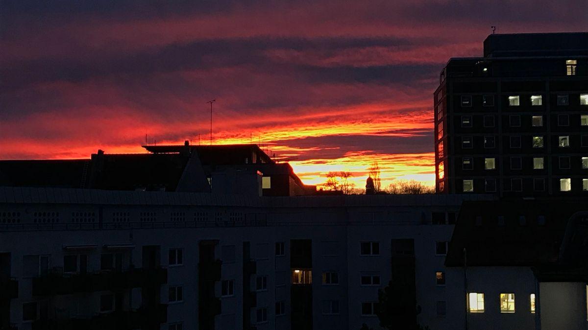 Auch am Isartor in München sah es dramatisch aus am Morgen.