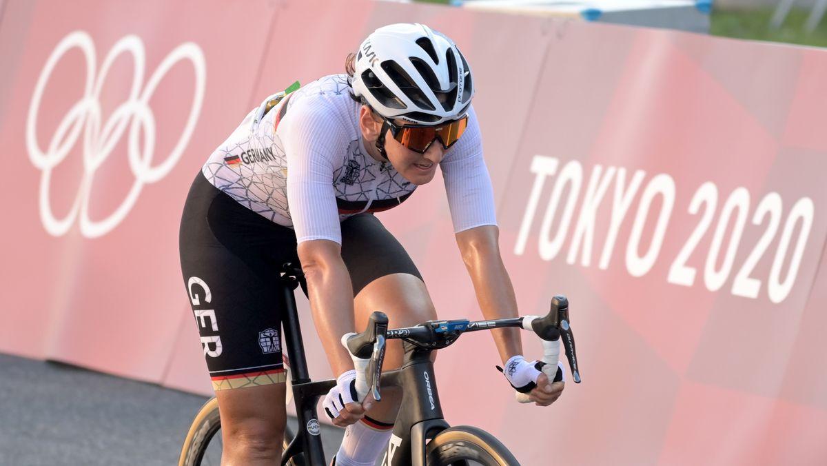 Lisa Brennauer beim ersten Straßenradrennen in Tokio