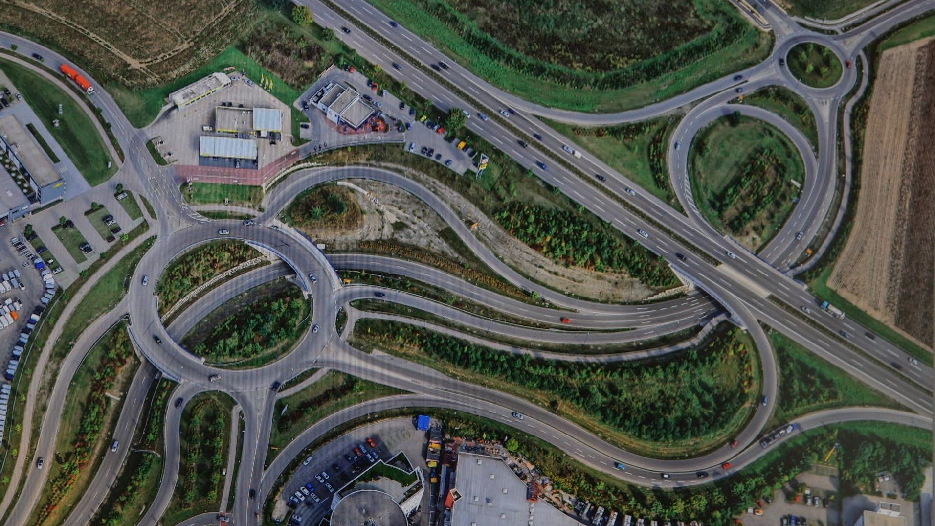 Straßen und Industriegebiete zersiedeln und versiegeln die Natur