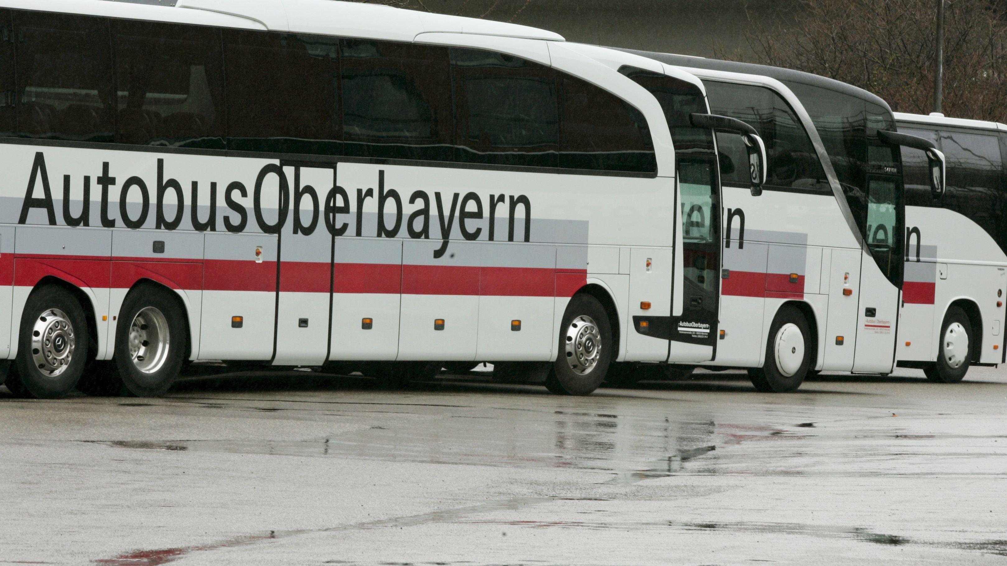 Autobusse auf dem Hof des Busunternehmens Autobus Oberbayern in München