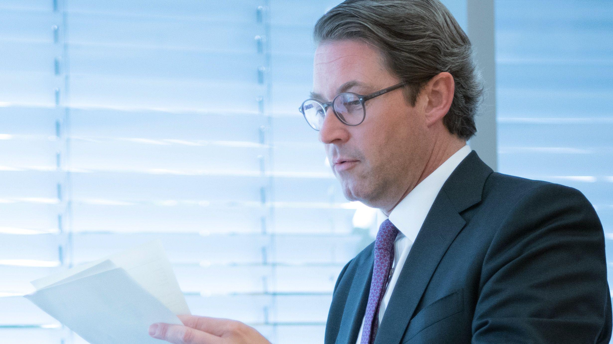 Bundesverkehrsminister Andreas Scheuer bei der Sondersitzung des Verkehrsausschusses zur gescheiterten Pkw-Maut im Bundestag.