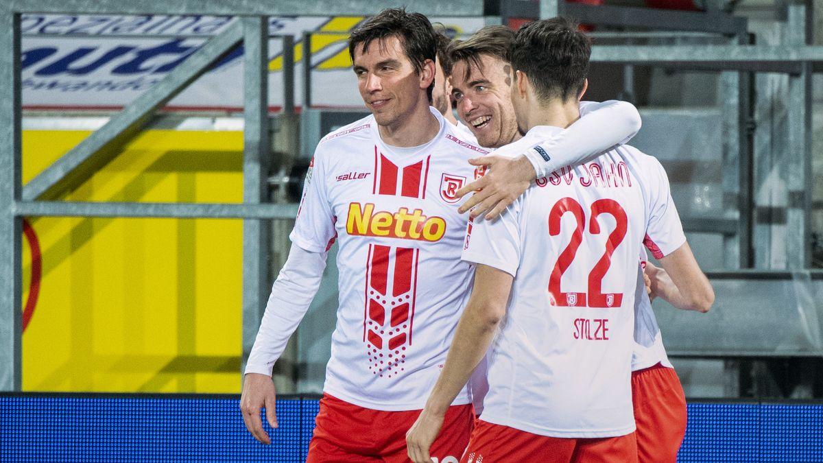 Bilder vom letzten Spiel im Jahnstadion: Ende Februar gewann der Jahn vor der Corona-bedingten Paue gegen Paderborn