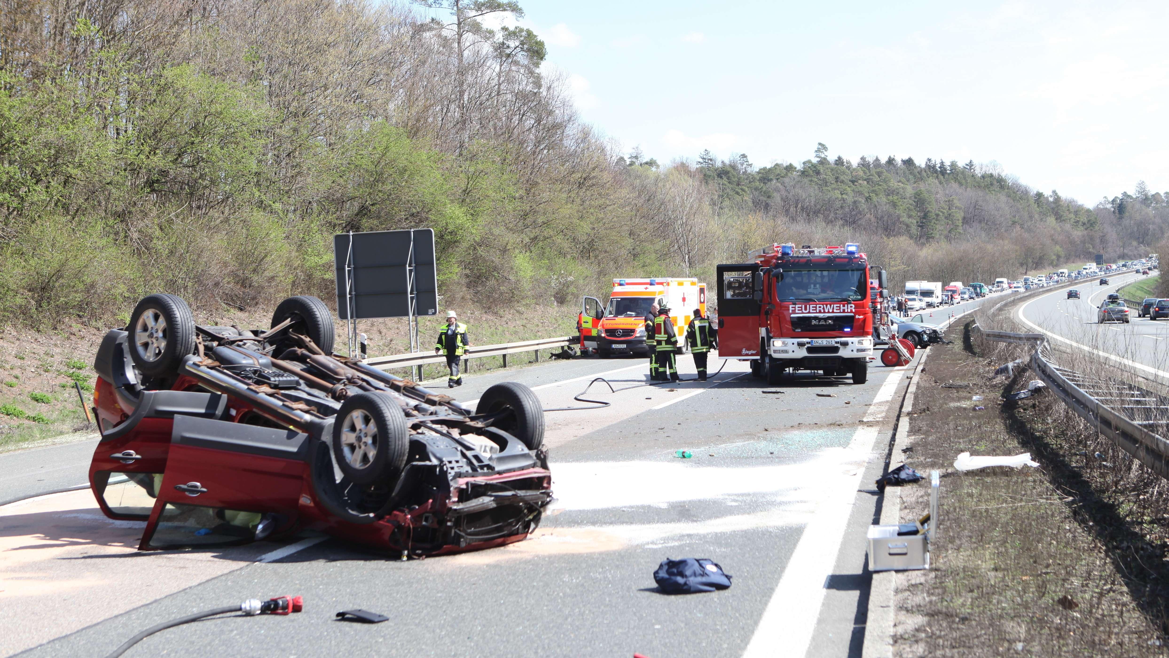 A6 bei Herrieden: Verkehrsunfall mit sieben Verletzten
