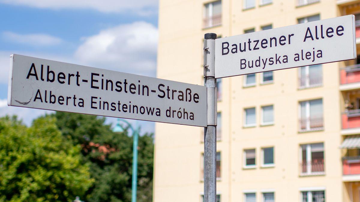 Zweisprachige Straßenschilder in Wojerecy - deutsche Muttersprachler nennen die Stadt Hoyerswerda