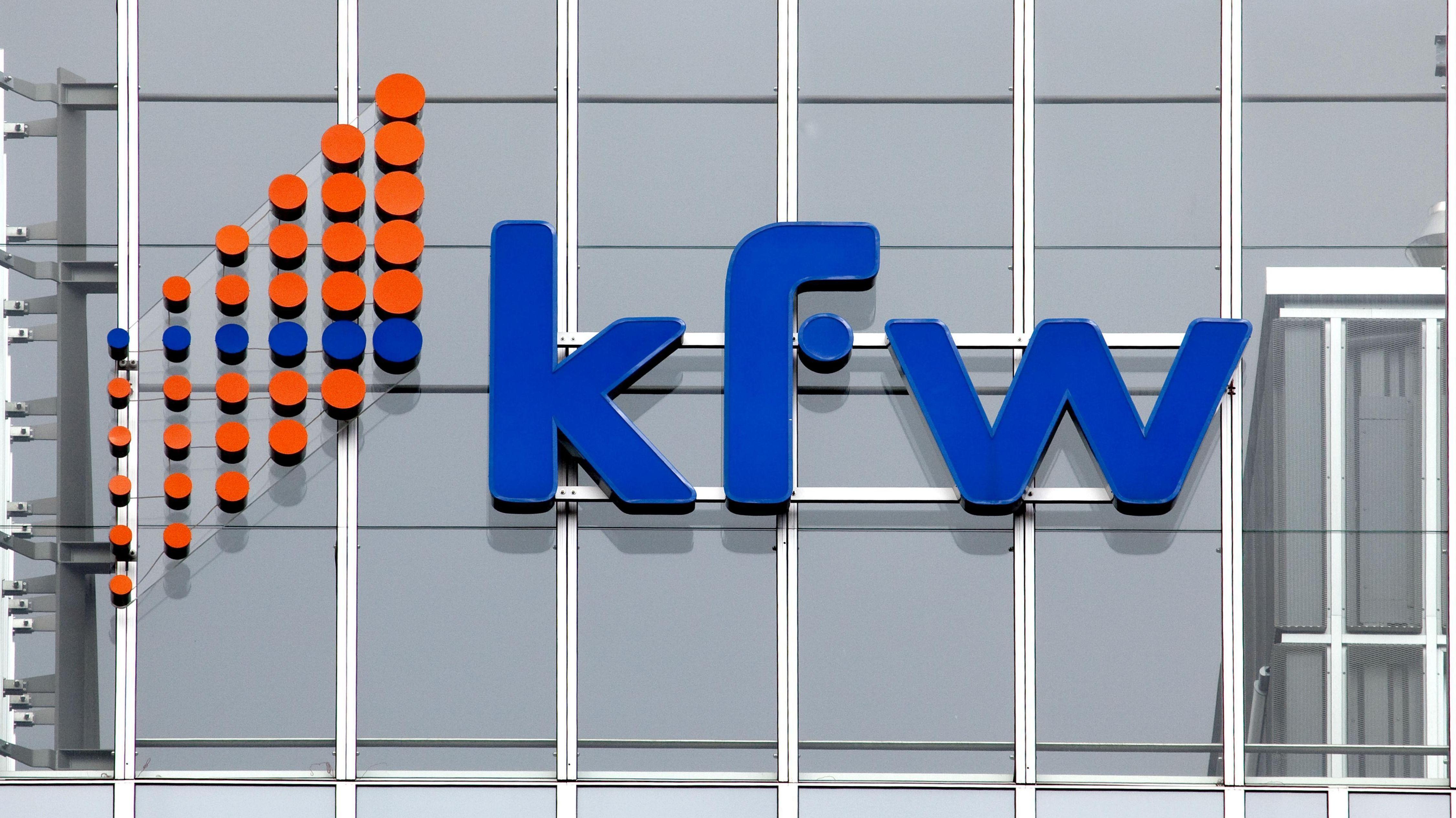 Logo an der Zentrale der KfW-Bankengruppe, Kreditanstalt für Wiederaufbau, in Frankfurt am Main, Hessen, Deutschland, Europa