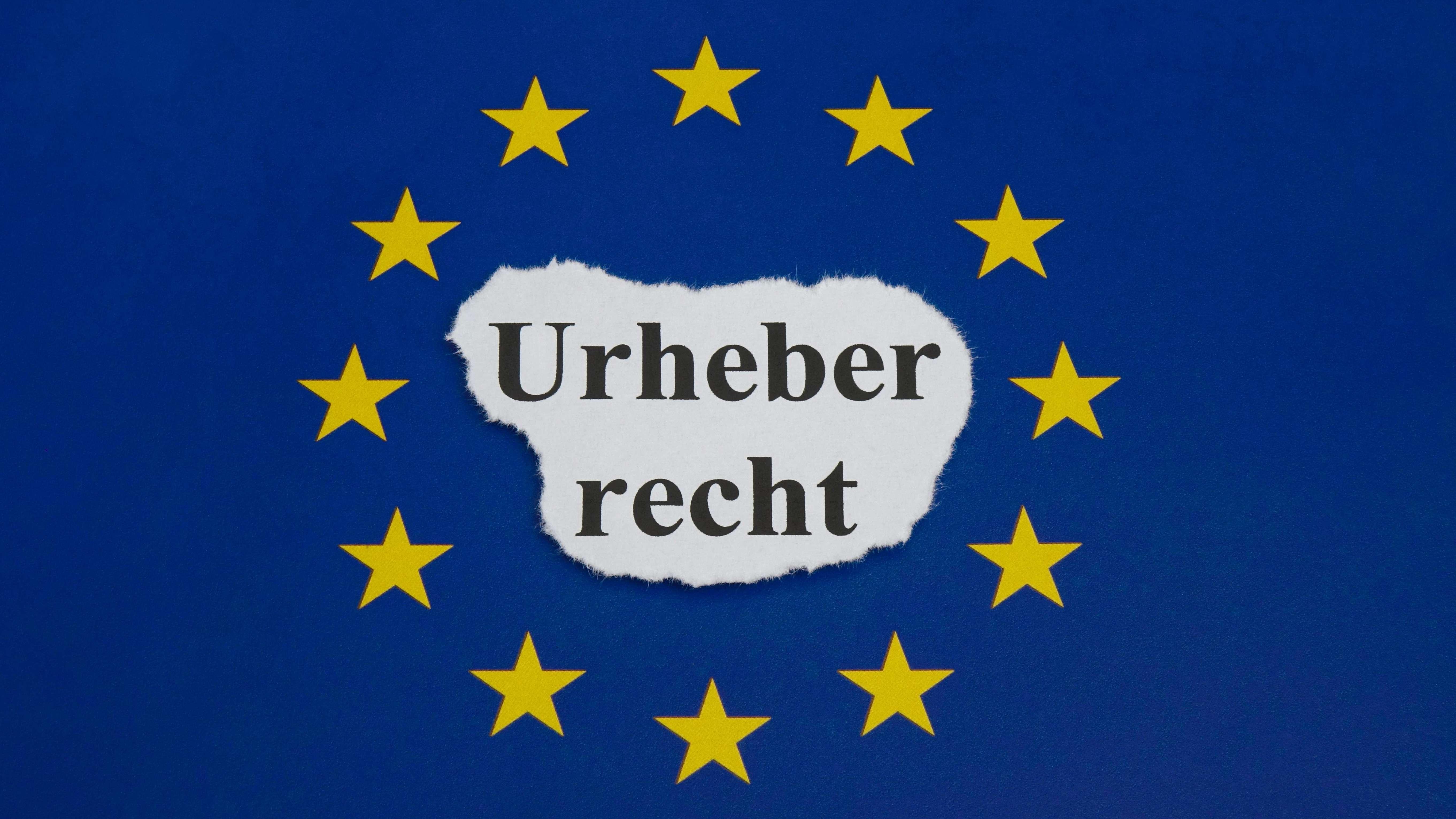 EU-Flagge mit Schriftzug Urheberrecht