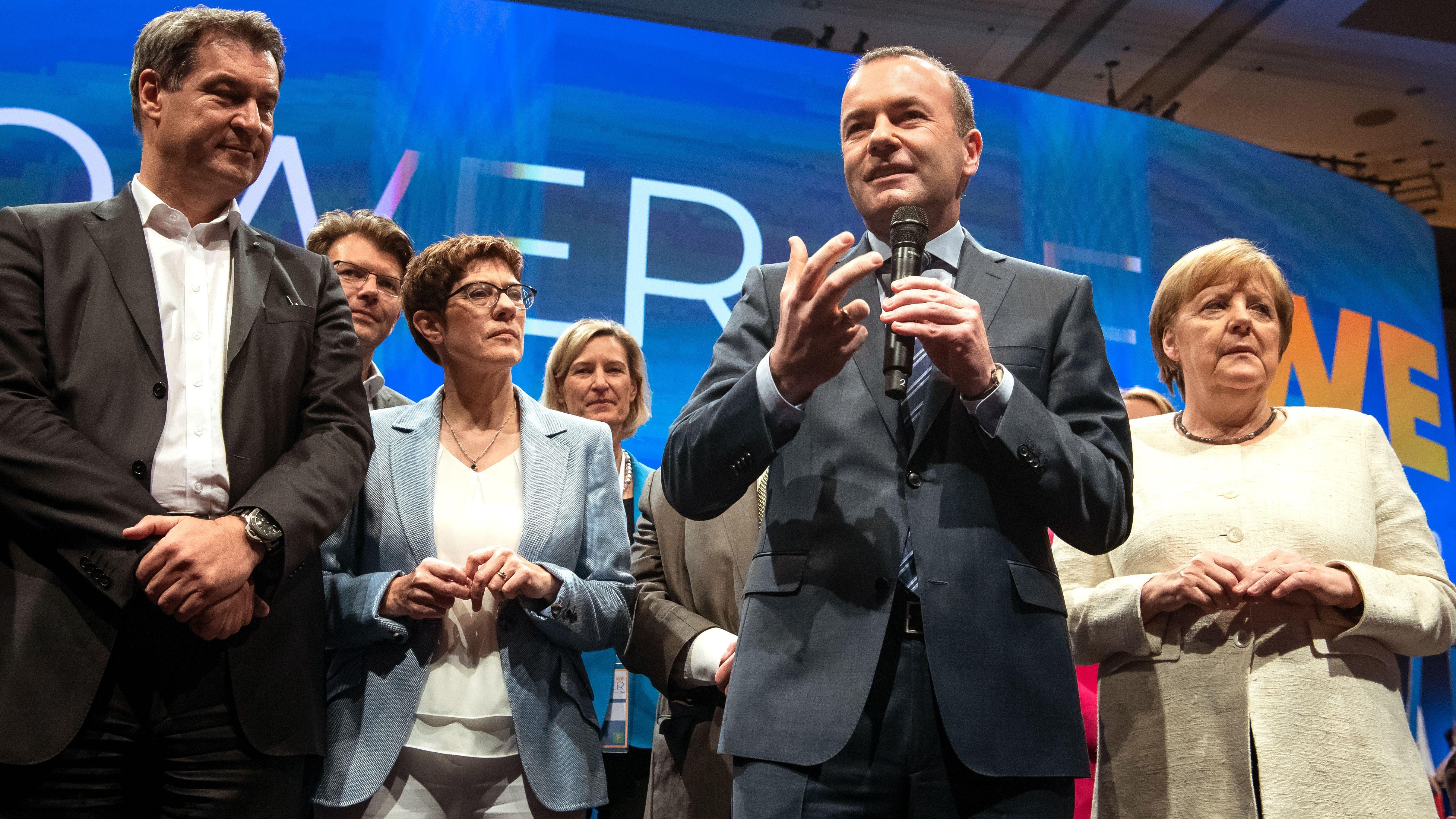 Markus Söder (CSU), Annegret Kramp-Karrenbauer (CDU), Manfred Weber (CSU) und Bundeskanzlerin Angela Merkel (CDU) bei der EVP-Abschlusskundgebung