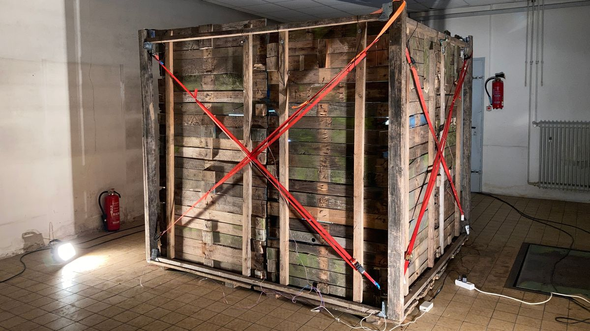 Holzhütte in Ausstellung