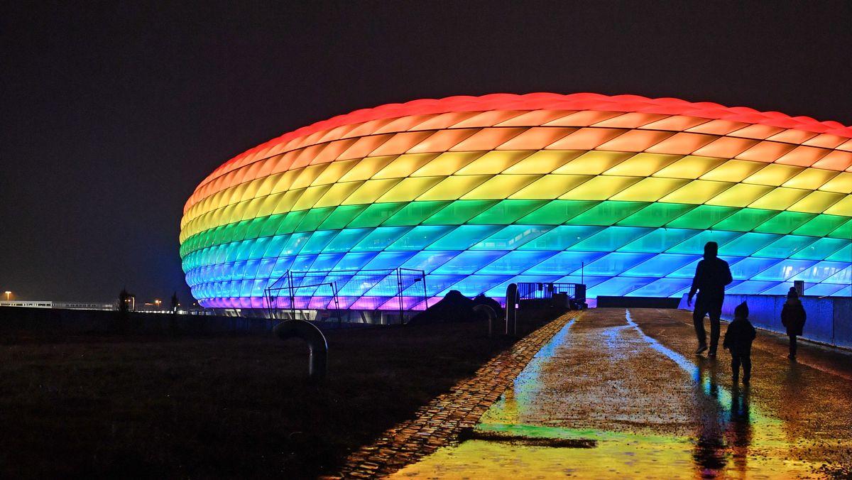 Bereits im Januar erstrahlte die Münchner Arena in Regenbogen-Farben.