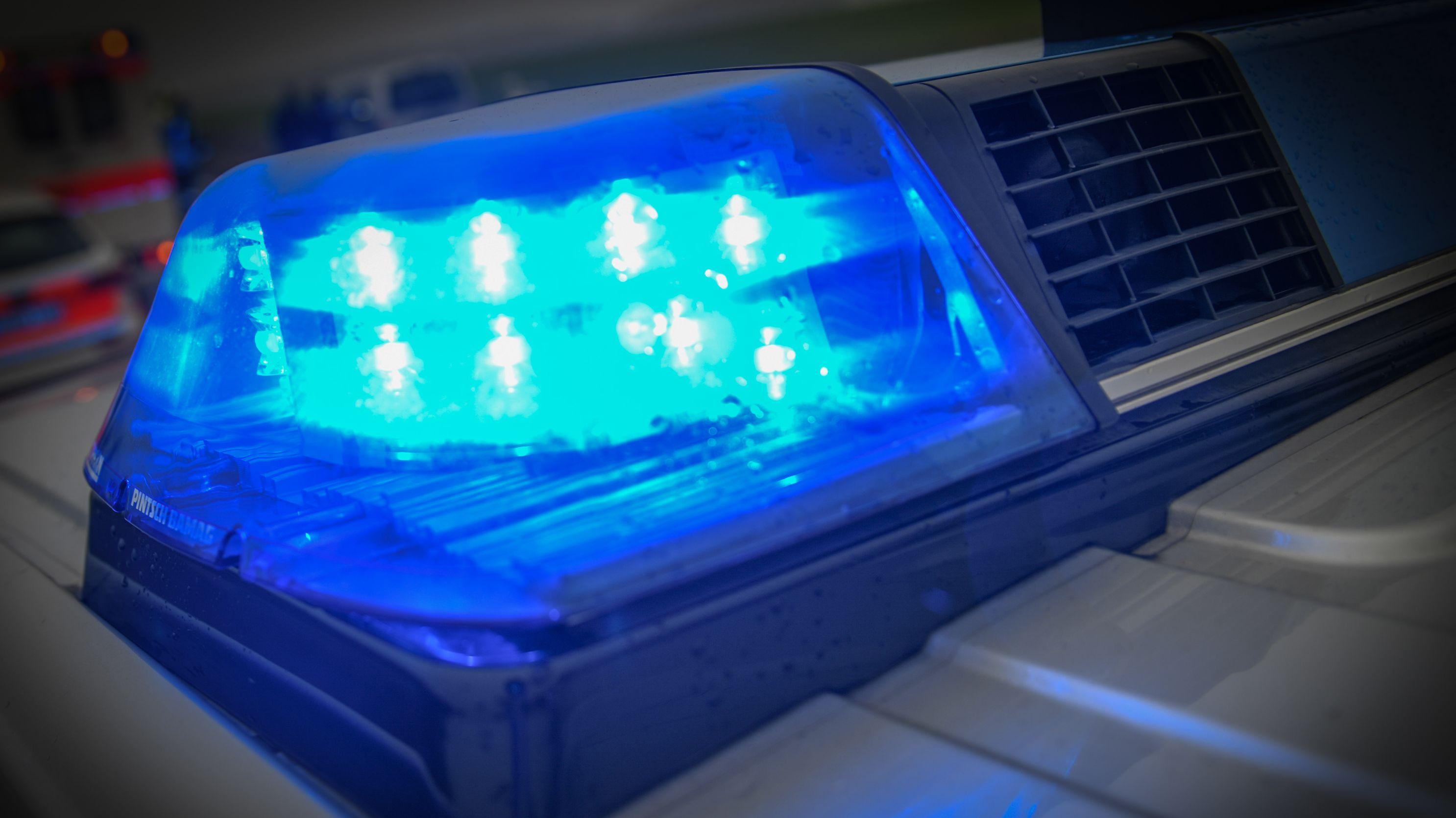 In der Nacht auf Mittwoch kam es im Regensburger Stadtgebiet zu einem tödlichen Verkehrsunfall bei dem ein Motorradfahrer ums Leben kam