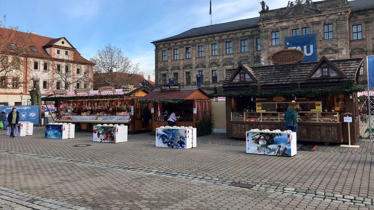 Weihnachtbuden auf dem Erlanger Schlossplatz