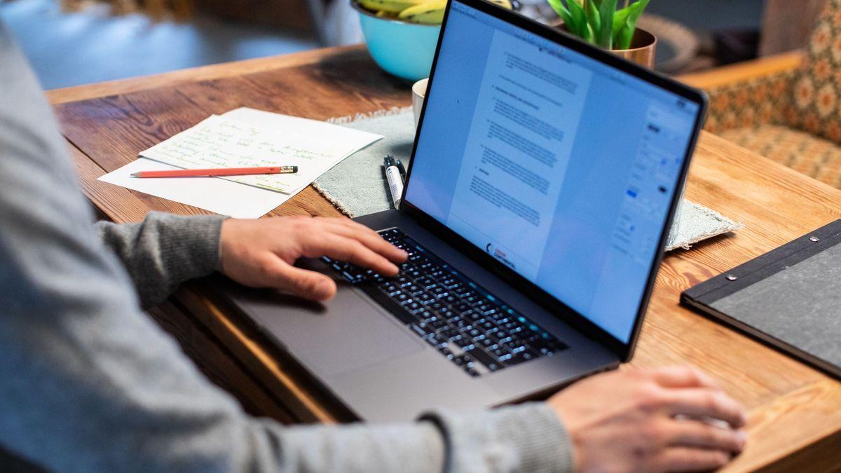 Gerade Mitarbeiter im Home Office würde mancher Arbeitgeber wohl gerne stärker kontrollieren.