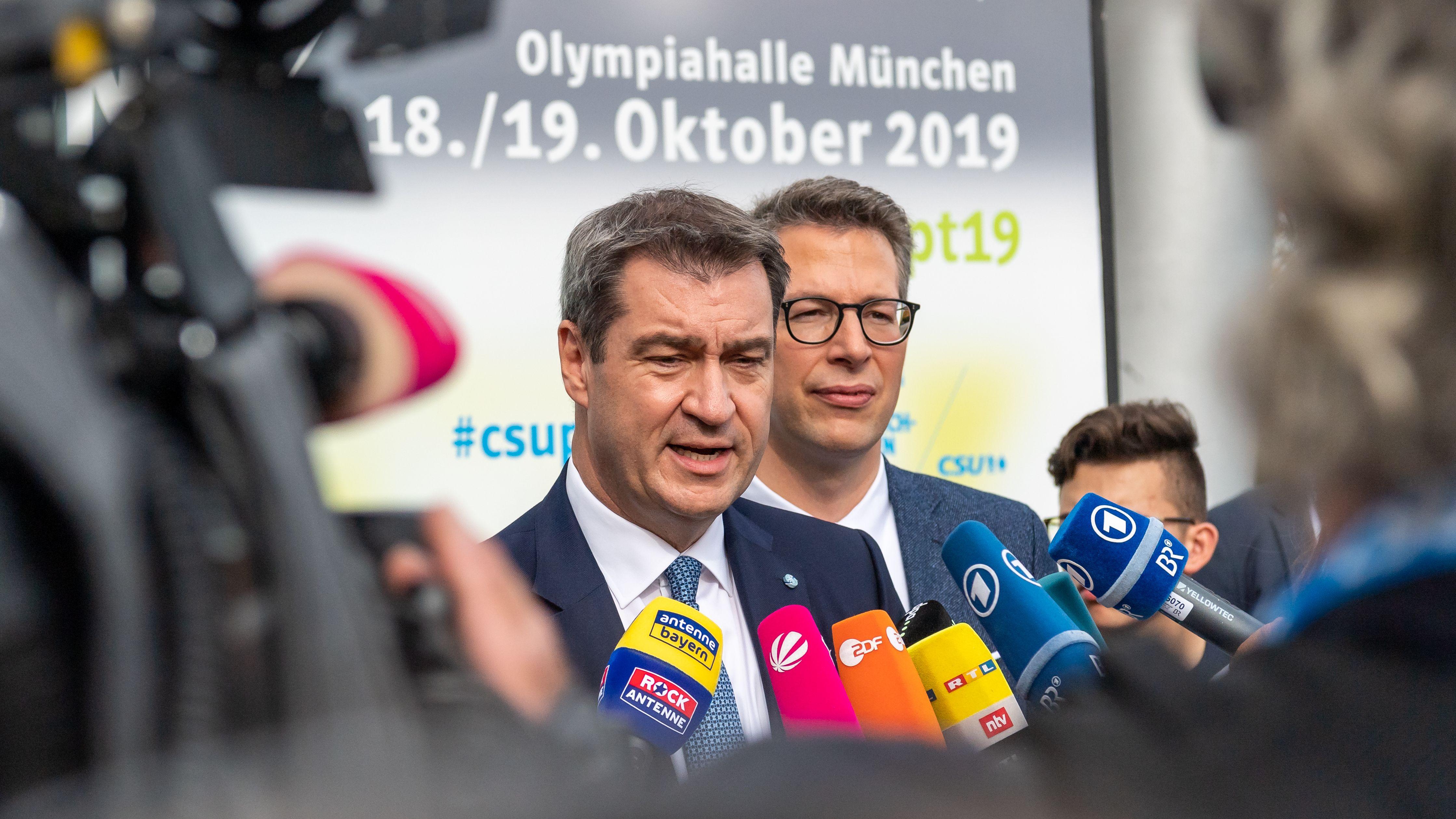 Markus Söder (l), CSU-Parteivorsitzender und Markus Blume, CSU-Generalsekretär