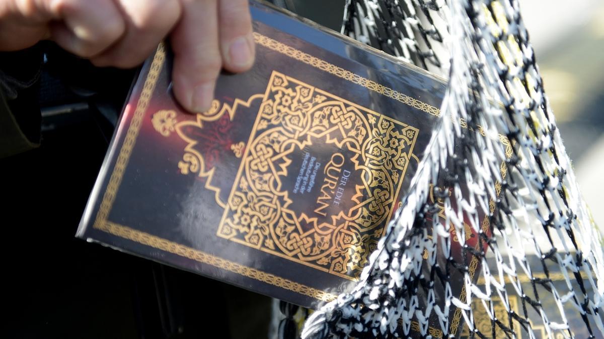 """Koran der inzwischen verbotenen Verteilungsaktion """"Lies!"""""""