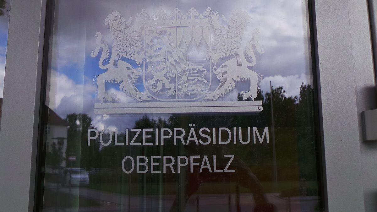 Eingangstüre Polizeipräsidium Oberpfalz in Regensburg