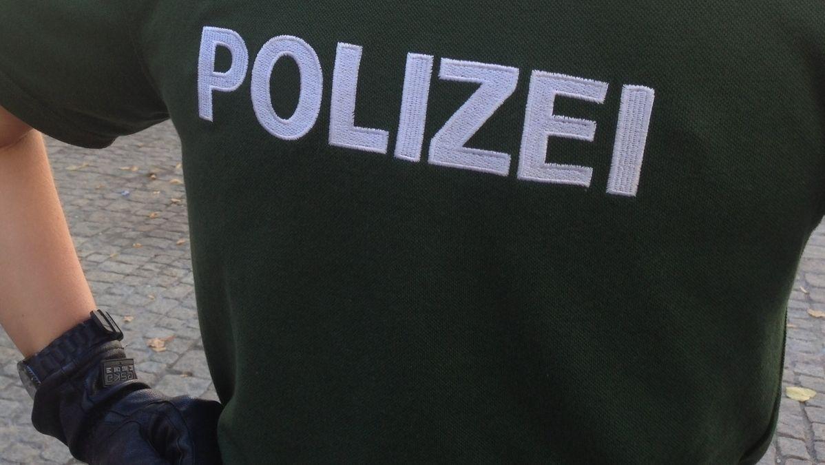 Archibild: Polizist mit Handschuhen