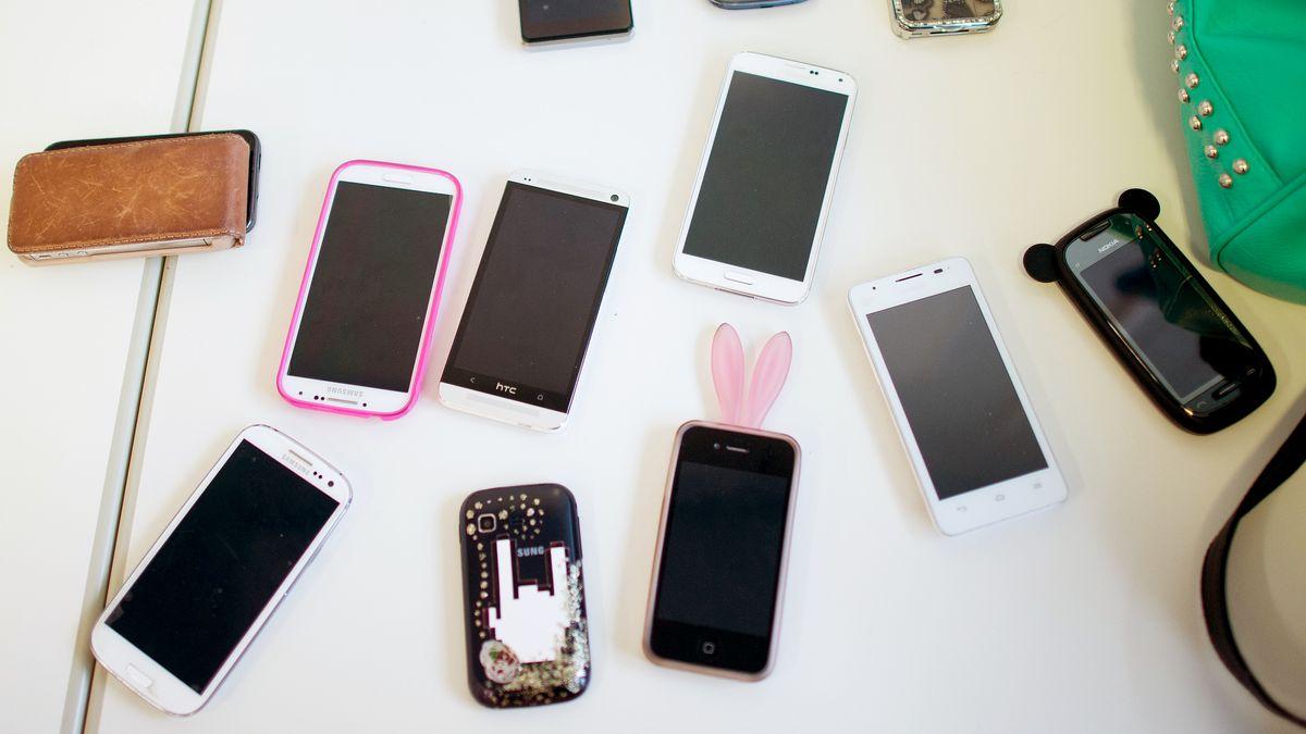 Zahlreiche Smartphones verschiedener Hersteller sind betroffen. Doch auch Laptops, Router und Smartspeaker weisen die Lücke auf.