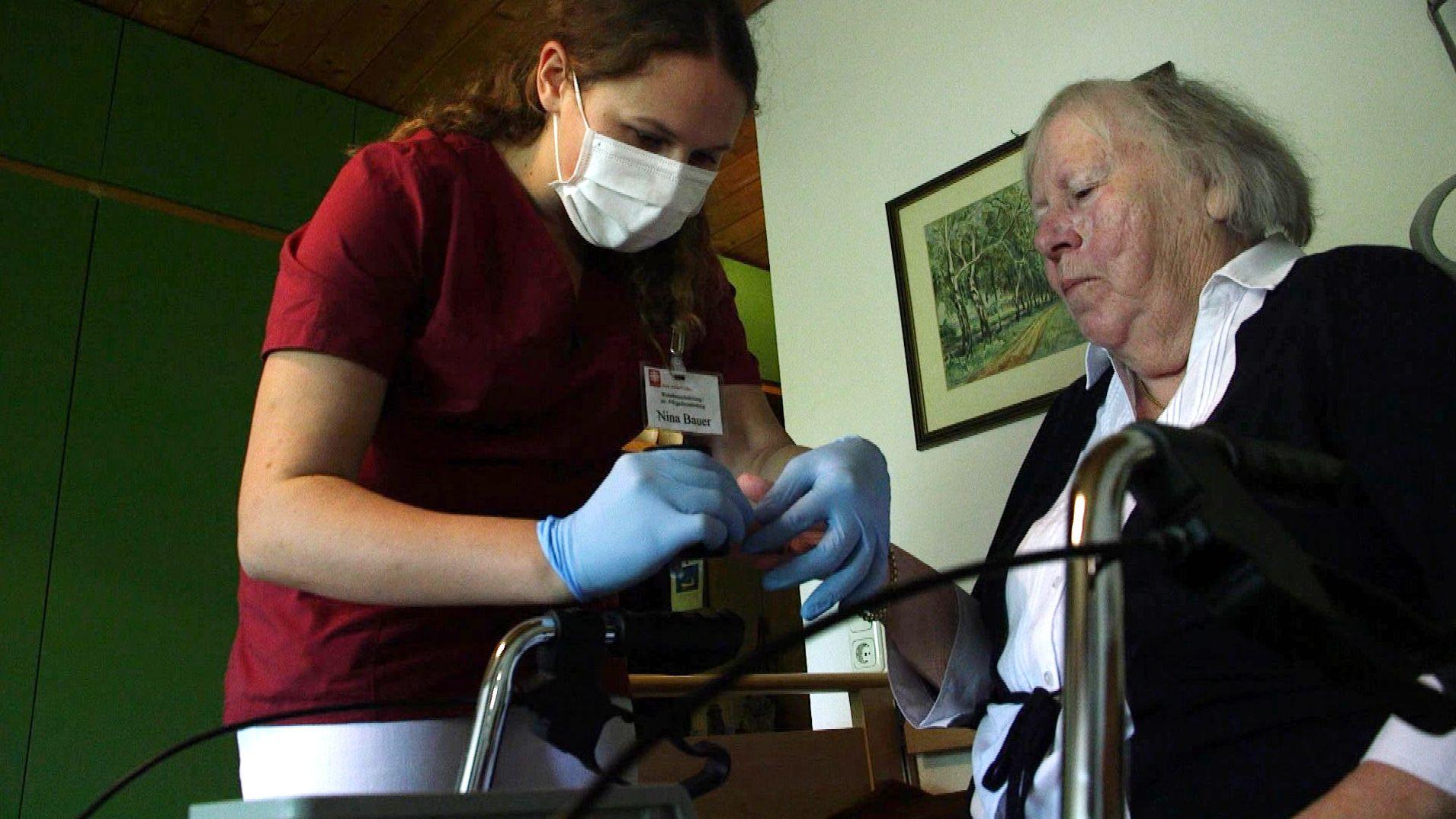 Tag der Pflege: Pflegekräfte als Helden in Corona-Zeiten