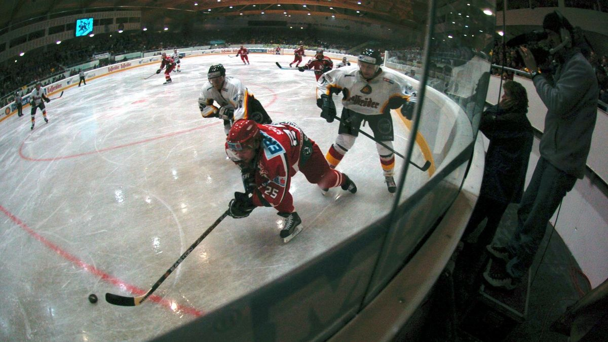 Archivbild: Eishockey-Spielszene in Bad Tölz.