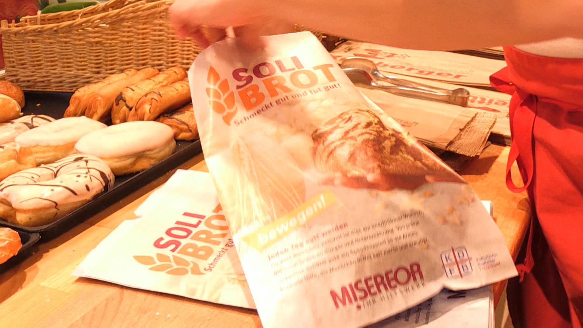 """Eine Tüte für das """"Solibrot"""", eine Spendenaktion von Misereor, dem katholischen Frauenbund und Bäckern."""