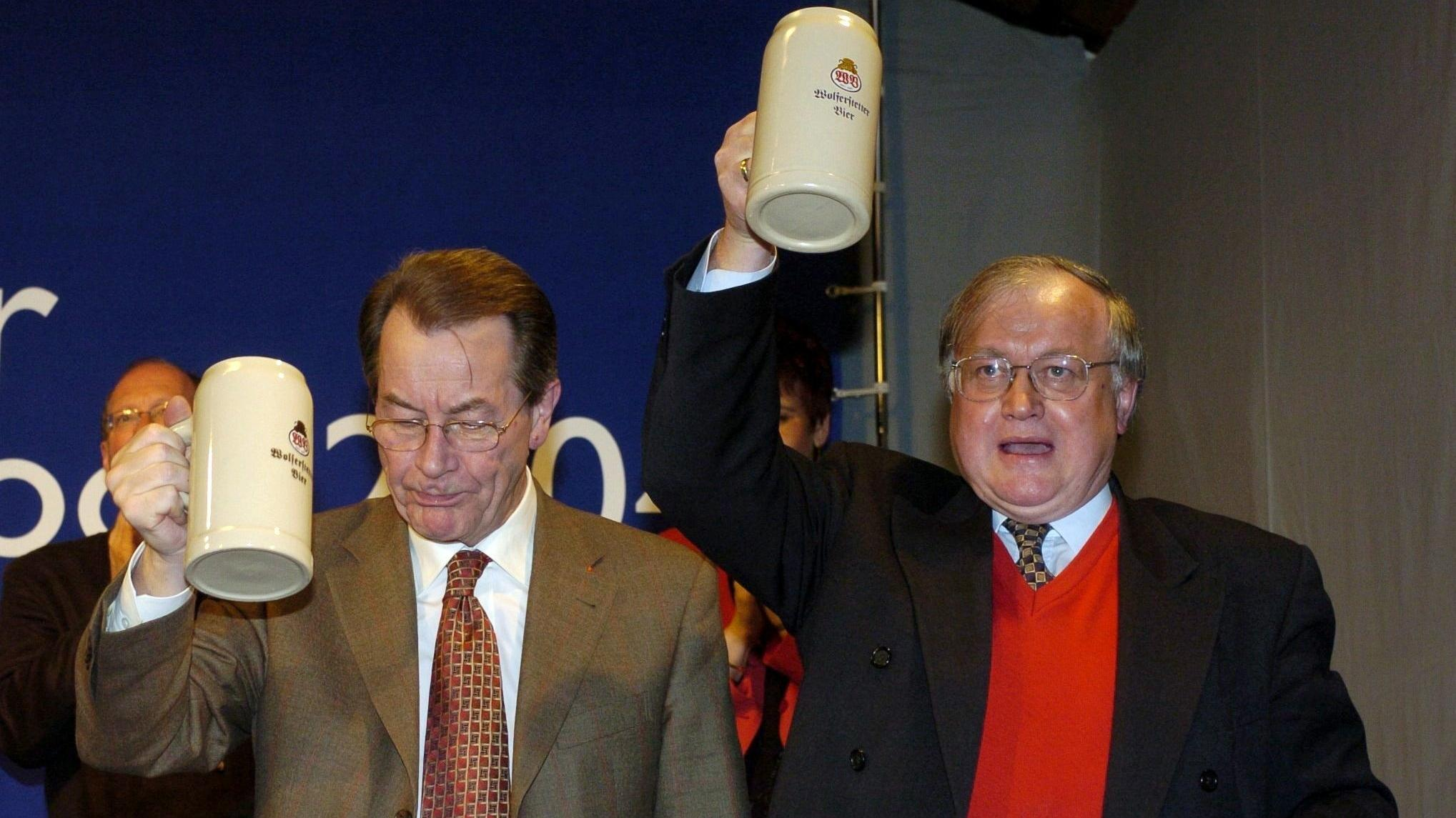 Der designierte SPD-Parteivorsitzende Franz Müntefering und der Vorsitzende der Bayern-SPD Ludwig Stieger im Wolferstetter Keller