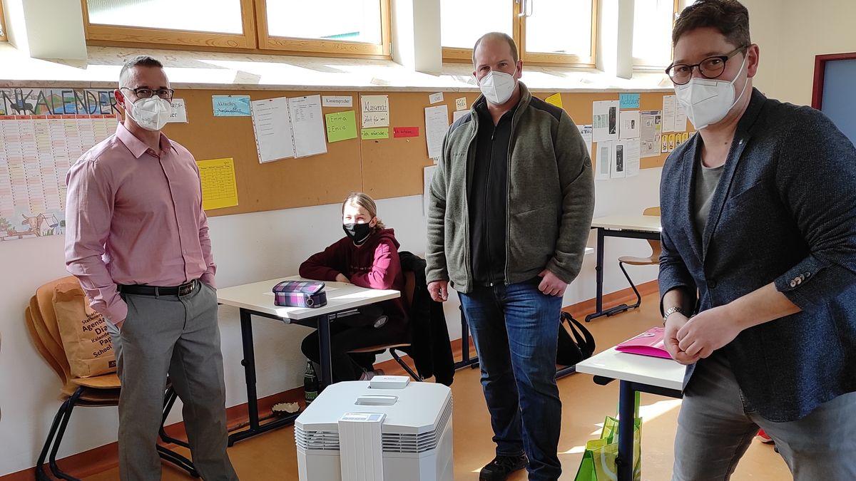 Konrektor Alexander Obert, Bürgermeister und Schulverbandsvorsitzender Robert Herold, Rektor Michael Meisenzahl (v.l.n.r.)