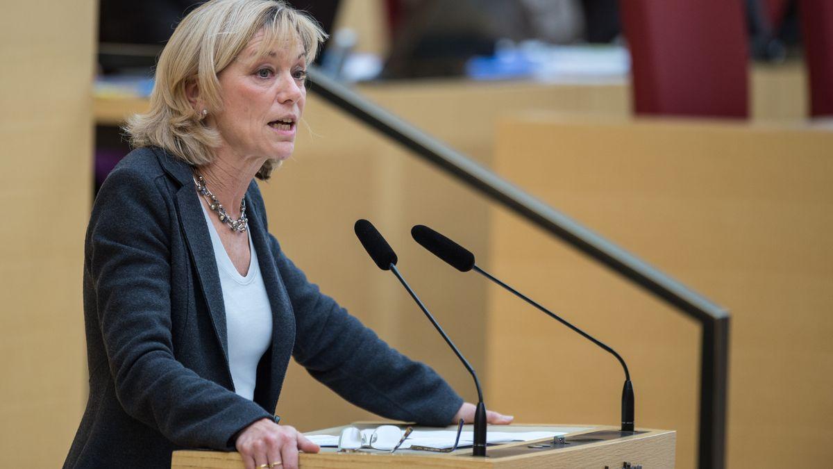 Carolina Trautner (l, CSU), Familienministerin von Bayern