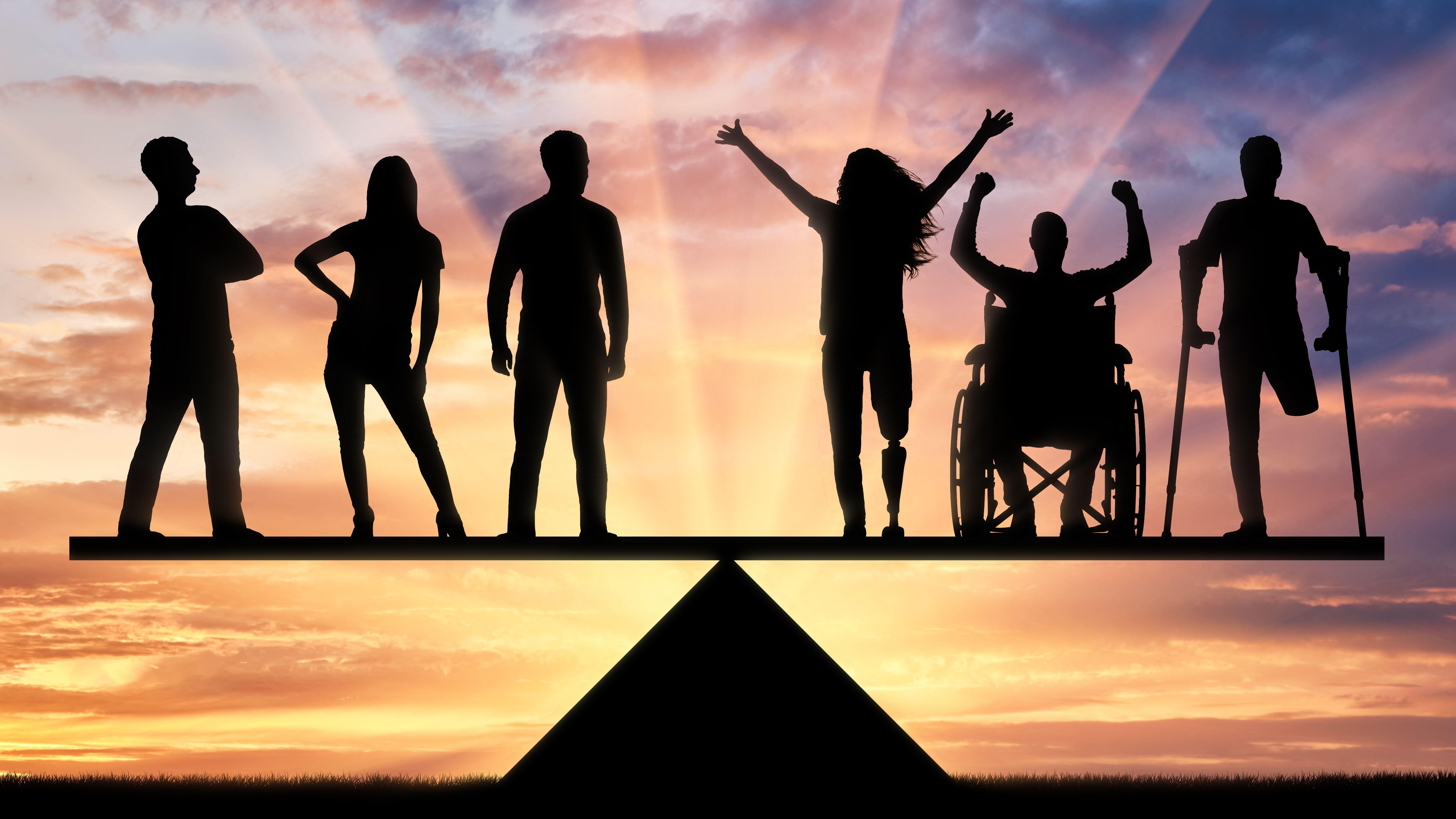 Noch stehen alle Menschen auf der gleichen Ebene einer Waage. Ein Wunschszenario für eine gerechte Gesellschaft.