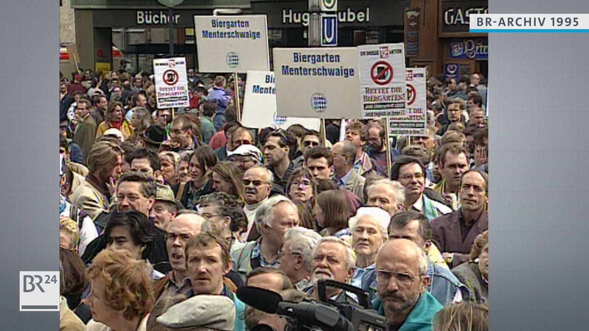 Demonstranten auf dem Marienplatz in München