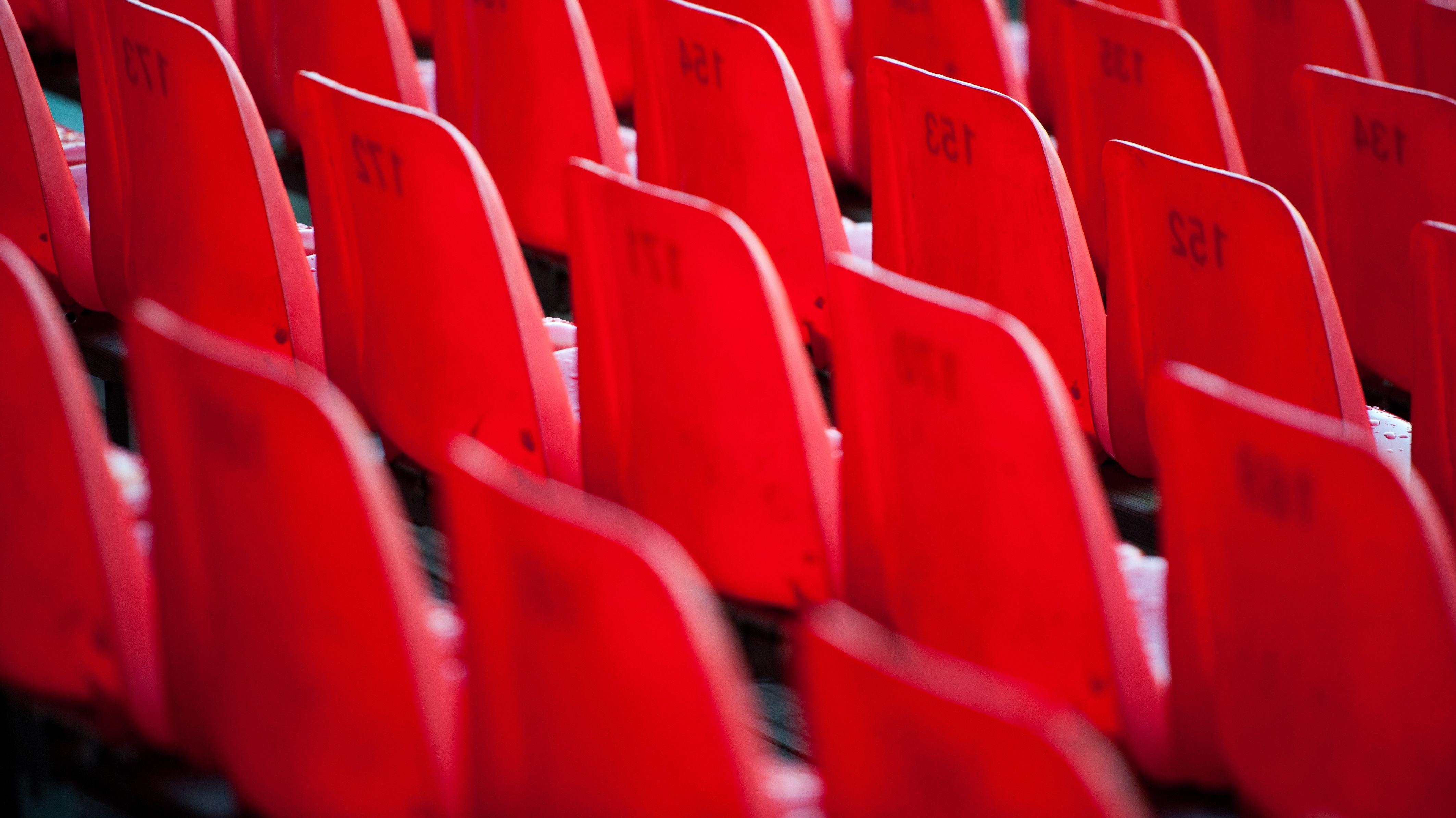 Leere Sitze im Regensburger Stadion