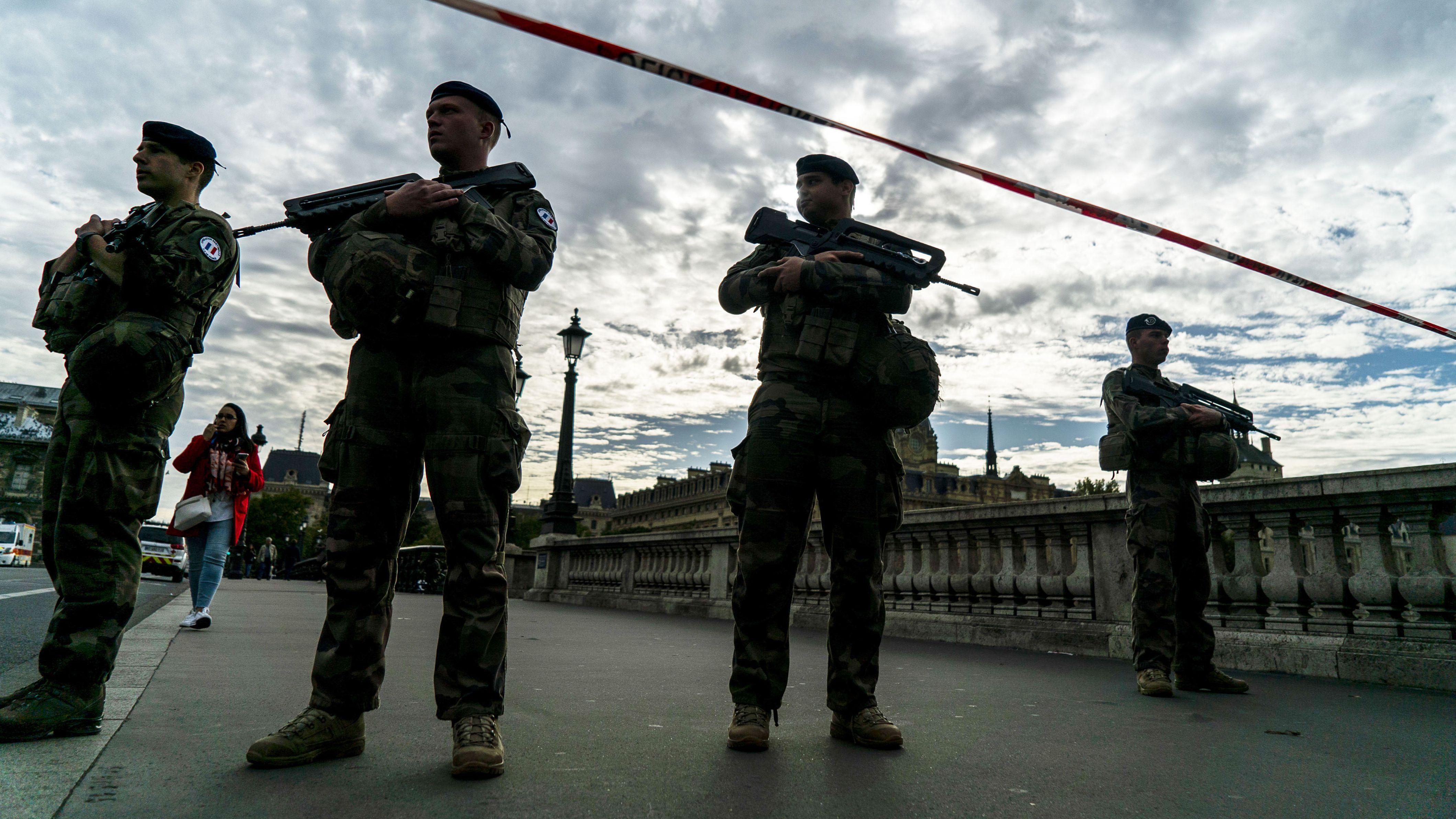 Sicherheitskräfte am 3.10 in Paris