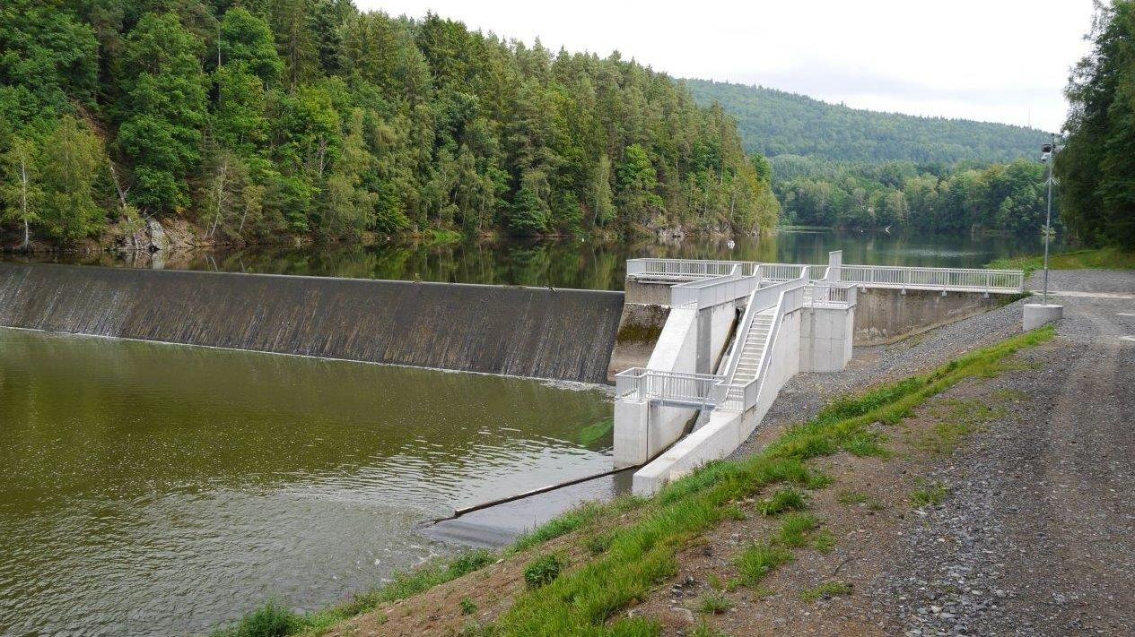 Das Wasserkraftwerk am Eixendorfer Stausee.