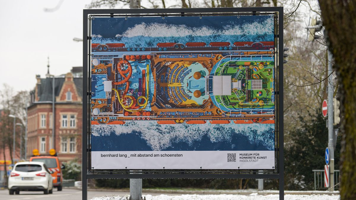 """Mit Abstand am schönsten: Bernhard Langs """"Aerial Views"""" sind jetzt in Ingolstadt zu sehen."""