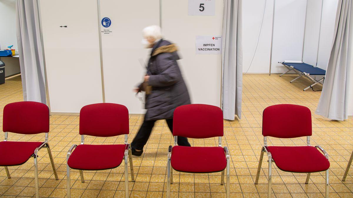 Das Landratsamt Kronach sagt vorsorglich vergebene dritte Impftermine ab. Laut Gesundheitsministerium sind Drittimpfungen nicht zulässig.