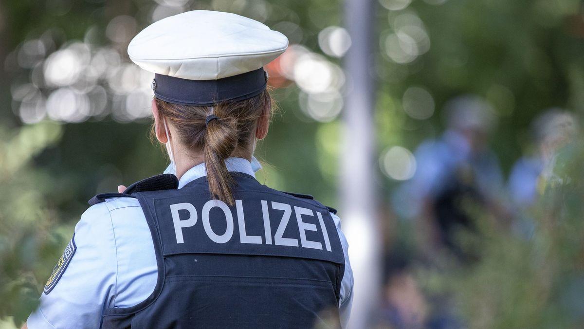 Polizistin im Grünen